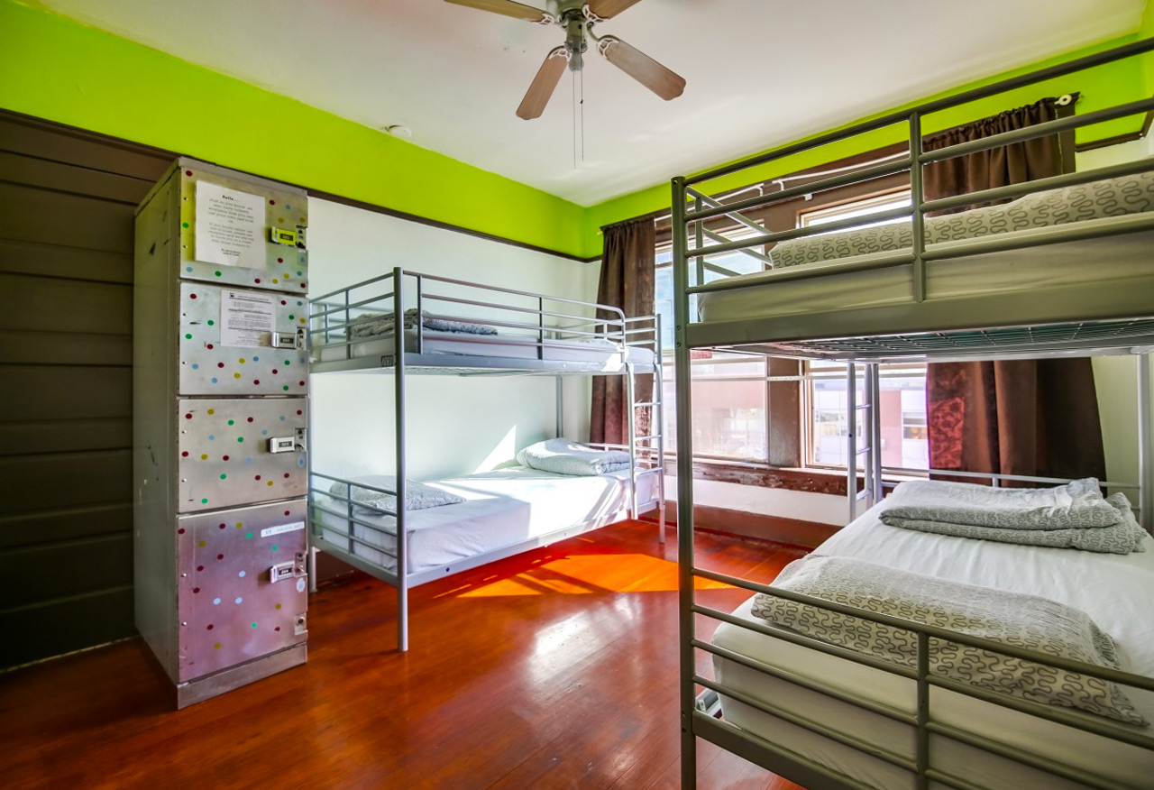 Two bed dorm - green